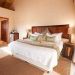 Tshukudu Game Lodge: Stay 3 nights for the price of 2