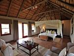 Interior of the Luxury Suite, ©Hlosi Game Lodge
